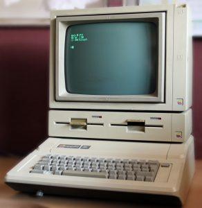 Apple //e mit Duo-Disk und Monitor